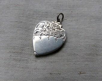 Antique art nouveau Heart Locket / Victorian sterling silver Locket / Sterling Silver Heart Locket Pendant / nouveau jewelry picture pendant