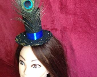 The hat-cylinder Alice in Wonderland, Tweedledum and Tweedledee