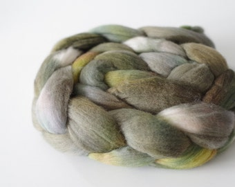 Handdyed, handpainted Falkland sheep top. OOAK roving for spinning and felting 3.5 oz. / 100 gram - mossy rock