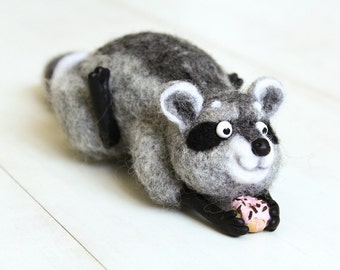 Cute Felted Raccoon, Raccoon Animal Figurine, Needle Felted Wool Raccoon with donut, Wool Raccoon Miniature