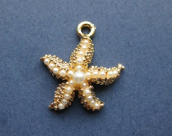 5 Starfish Charms - Starfish Pendants - Ocean Charm - Beach Charm - Bright Gold with Pearls - 23mm x 20mm -- (No.6-10176)