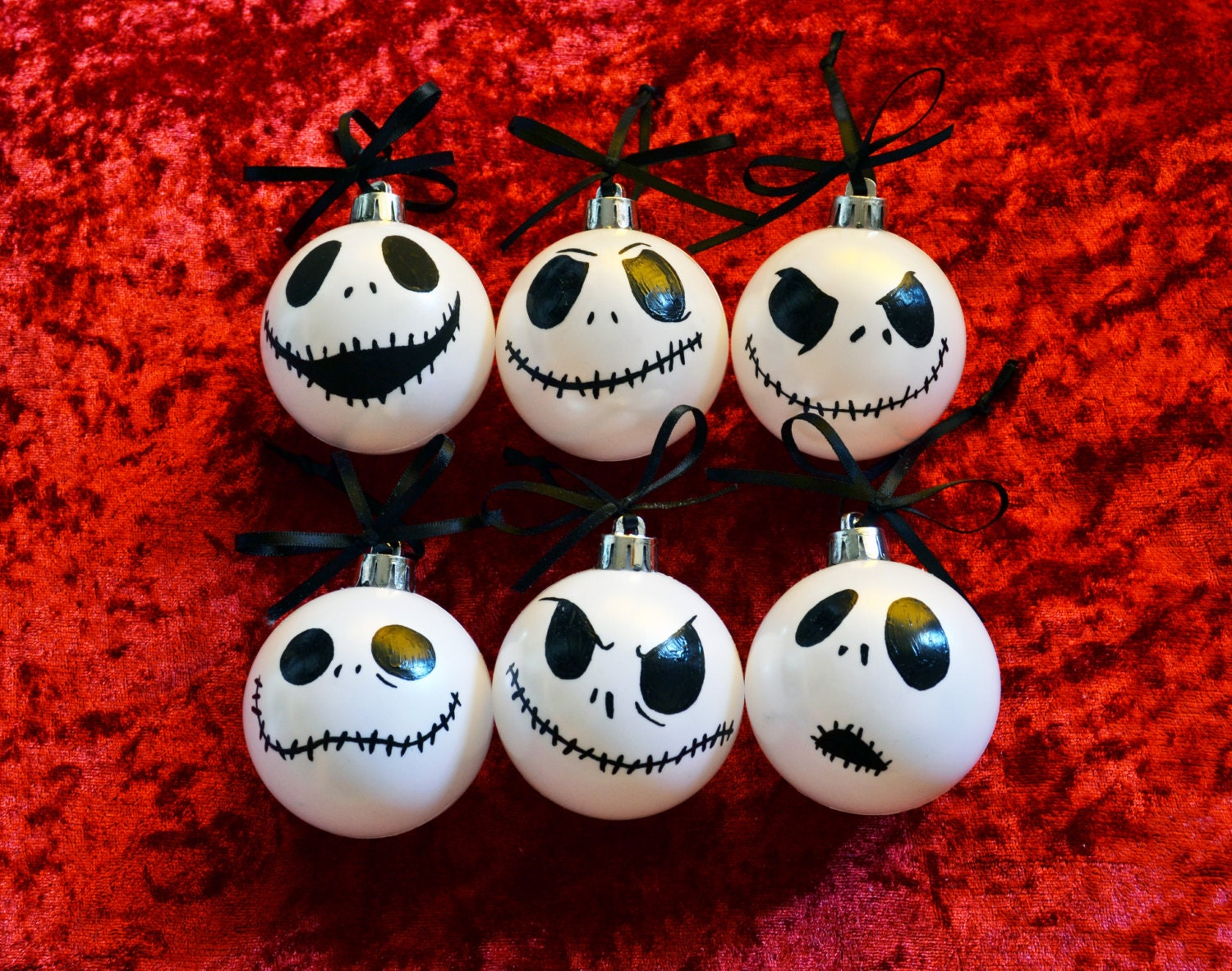 Pack of 6 Christmas ornaments with Jack Skellington face