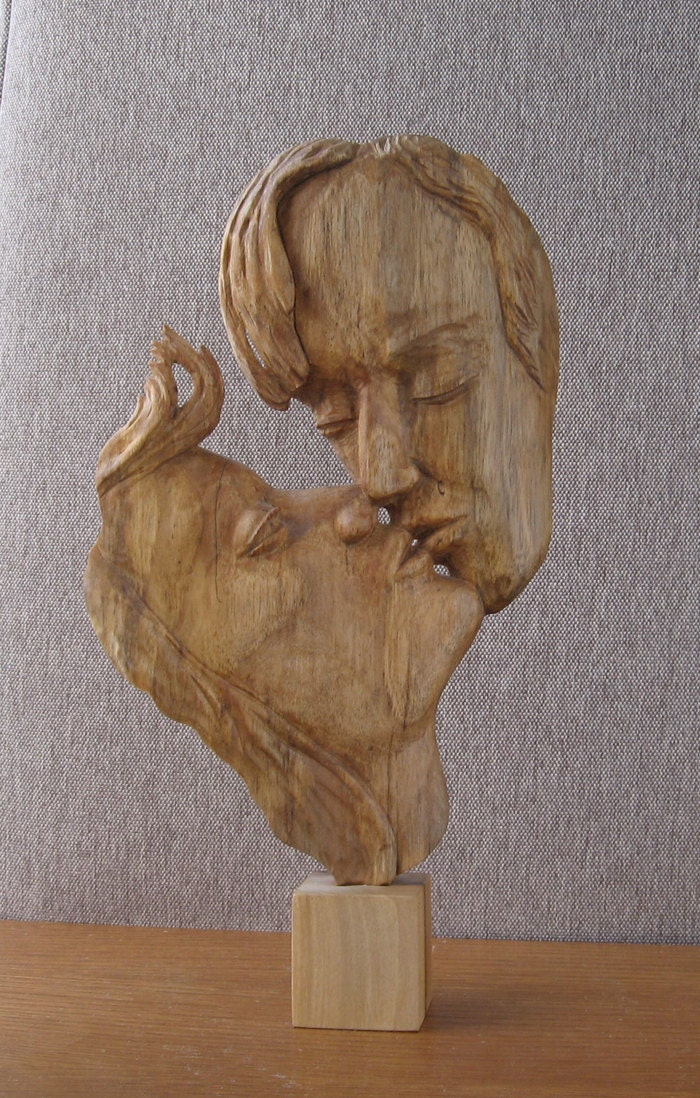 Kiss wood sculpture hand carving