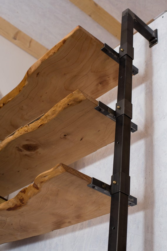 Libreria con scaffali in legno ferro di industriedelamont for Scaffali libreria in legno