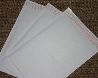 25  6x9 Extra Lightweight White Kraft Bubble Mailers Self Sealing Size 0 Envelopes
