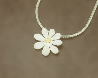 Flower pendant with fine gold point