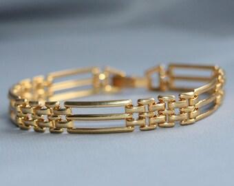 Vintage bracelet. gold tone bracelet. Metal bracelet. Vintage jewellery. Bridal bracelet. Abstract bracelet. Costume Jewellery.