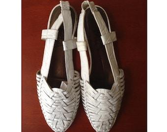 FLASH SALE! Vintage white leather huarache sandals / slingback flats / size 8