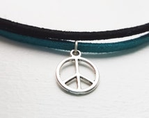 Peace Choker, Peace Sign Necklace, Hippie Jewellery, Faux Suede Choker, Unisex Necklace, Boho Jewellery, Festival Jewellery