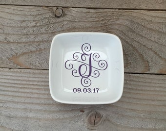 Personalized Jewelry Dish, Bridesmaid Gifts, Rehearsal Dinner Gifts, Junior Bridesmaid Gift, Wedding Party Gifts, Gifts for Guest, Momogram