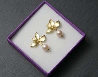 Orchid Stud Earrings, with Swarovski Pearls. Gold Orchid Earrings. Gold flower Studs. Pearl Drop Earrings.