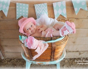 Newborn Cowgirl Hat and Boots Baby Cowgirl Outfit Crochet Cowgirl Boots Cowboy Hat and Boots Infant Halloween Costume Photo Prop Baby Gift