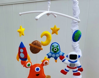 Space baby mobile,Baby boy crib mobile,Alien crib mobile,Baby boy nursery decor,Spaceship baby mobile,Baby shower gift,Planet mobile