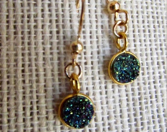 Druzi or Druze petite round earring in teal blue/magenta
