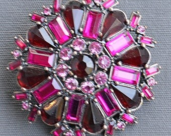 Vintage Brooch purple crystals out of burnished metal, classic brooch vintage anni