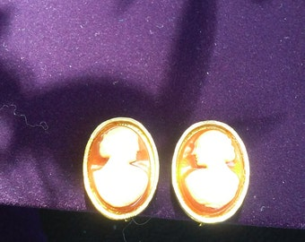 Vintage Cameo Earrings (Clip)