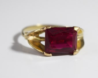 Vintage, 14K Gold  Ruby Ring (approx. 2.75 ct) - size 8