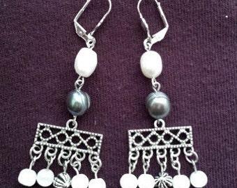 dark and white pearls earrings