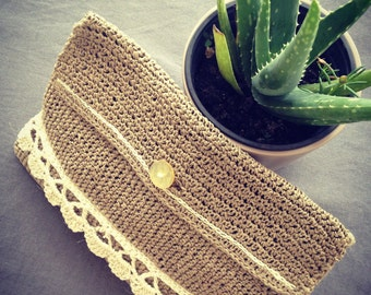 Pouch clutch in small flax Twine