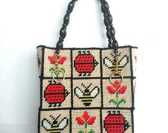 Vintage ladybug box handbag bumblebee tulip needlepoint purse 70s wood handle