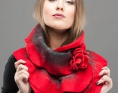 Scarf felt - Ruffled wavy collar - Passion Red color - Soft merino wool - Gift under 50