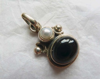 Fair Trade Pendant, Black Onyx and Pearl Pendant, Small Ethnic Pendant from Nepal