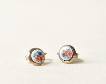 Vintage Floral Earrings --- 1950s Clip On Earrings