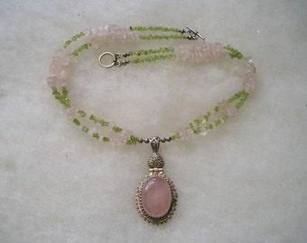 Beautiful Sterling Silver 925 Rose Quartz Peridot Toggle Necklace