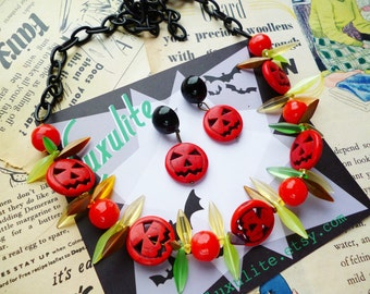 Halloween Collection... Mini Pumpkins! 1940s 50s style novelty halloween Jack o Lantern necklace by Luxulite