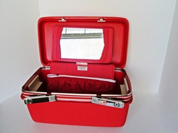 samsonite train case makeup luggage w key holiday red vintage. Black Bedroom Furniture Sets. Home Design Ideas