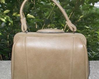 1960s Vintage Beige Leather Purse or Handbag by Jaclyn USA