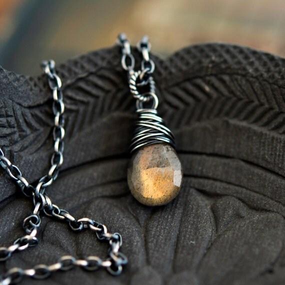 Labradorite Necklace, Labradorite Pendant, Labradorite Jewelry, Gemstone Pendant, Pendant Necklace, Gemstone Necklace, Wire Wrapped