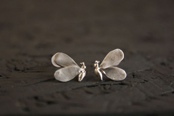 Bee stud earrings -Sterling silver stud earrings- Dainty bee earrings- Insect earrings- Animal jewelry-Cast Jewelry-Bee jewelry