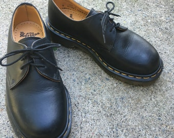 Dr. Martens Vintage Low Classic UK 4  Doc Marten Shoes Made in England Grunge 90s Like New!