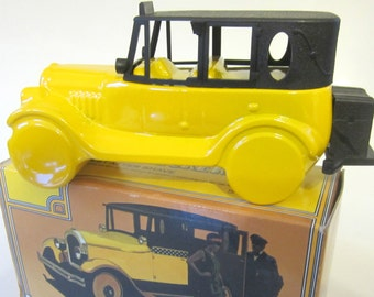 Avon 1926 Checker Cab Decanter Everest After Shave Yellow Taxi Vintage Collectible Gift