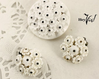 1950s 1960s White Daisy Jewelry Set - Vintage Clip Earrings & Brooch Pin Set w/ Dainty Molded Plastic Flowers