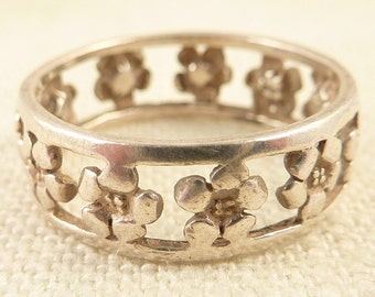 Size 9.5 Vintage Sterling Openwork Band of Flowers Ring