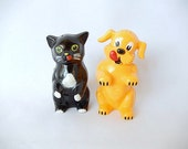 cat dog salt pepper set, vintage, 1950s, F and F Mold, vintage kitchen, pets animals, yellow dog, black cat, collectible