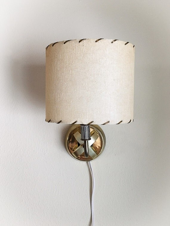 Gold Wall Lampshades : Vintage Gold Tone Wall Lamp with Oval Clip on Lamp Shade Light