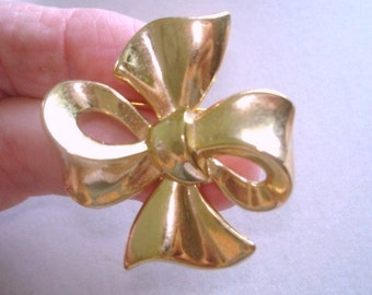 Signed Crown Trifari  Jewelry Bow  Brooch Gold  Tone