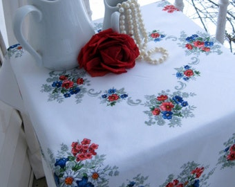 Cheery Tablecloth, Table Topper, Vintage, Floral, Cottage Charm, French Country, by mailordervintage on etsy