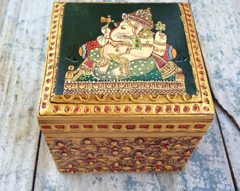 Vintage Ganesh wooden box, Ganesh elephant trinket box, Hindu decor, hippie decor wooden stash box, jewelry box, bohemian decor friend gift