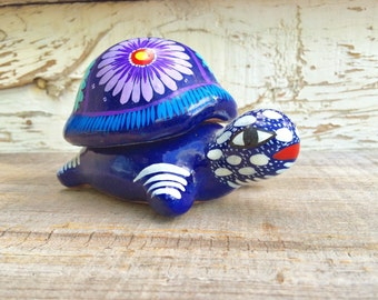 Vintage Guerrero colorful ceramic turtle trinket box, Mexican pottery tortoise with removable shell lid, Mexico folk art pottery jewelry box