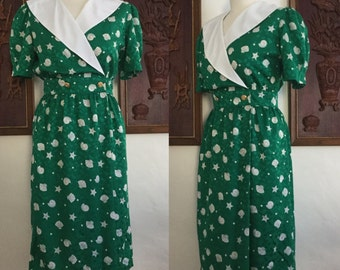 Vintage 80s / Green and White / Sea Shell / Puffed Shirt Sleeve / Day Dress / Small / Size 6
