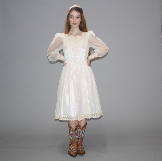 Vintage 1980s Ivory Lace Victorian Boho Wedding Dress