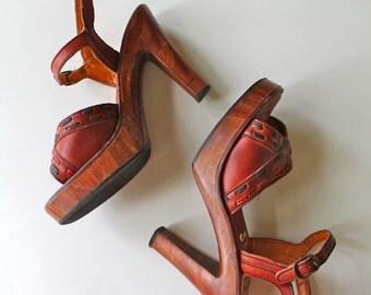 vintage 1970s platform sandals  / ANGELA brown leather clogs / sz 8N