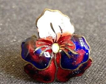 Vintage enamel flower pin badge. Antique remembrance souvenir.