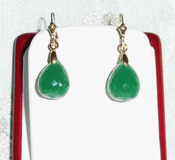29cts China Green Jade gemstones, 14kt yellow gold leverback Pierced Earrings