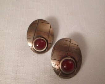 CARNELIAN PIERCED EARRINGS / Gold Textured Ovals / Art Moderne / Retro / Trendy / Hip / Fashionista / Modernist / Embossed / Mod Accessories