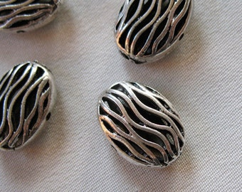 5 Antiqued Silver Alloy Metal Wavy Pattern Hollow Oval Spacer Beads, 17mm x 12mm, 8mm thick, package of 5